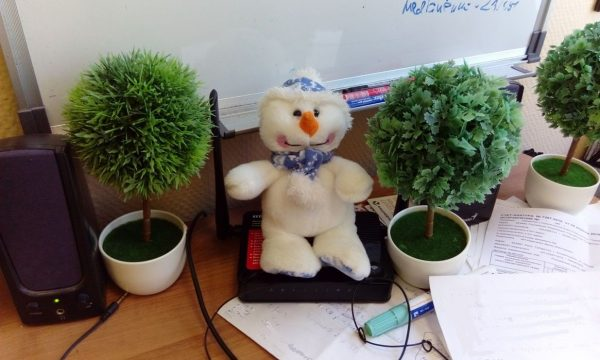 А это мой талисман - снеговик Валера